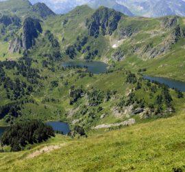 Les étangs de Rabassoles au pied du pic du Tarbessou.Photo: Yves Crozelon