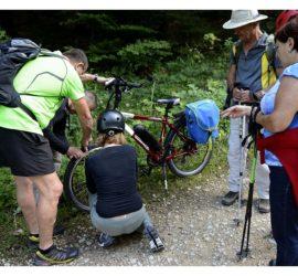 Sept.2019. Tenue verte, Yves Ziegler en dépanneur vélo électrique autour du Glaserber. Photo: Yves
