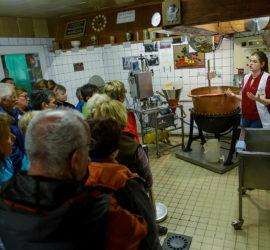 Sortie surprise 20 10 2019. Les confitures du Climont cuites dans le chaudron de cuivre. Photo : Yves Crozelon