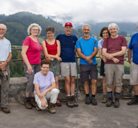 Kandern 02-08-2020. Un petit groupe de courageux en haut de la tour du château Lindenbückle. Photo: Yves Crozelon