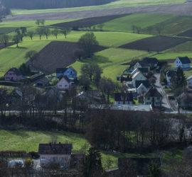 La couronne forestière du Talrain à Wittersdorf. Le village de Wittersdorf. Fév.2021. Photo: Yves Crozelon