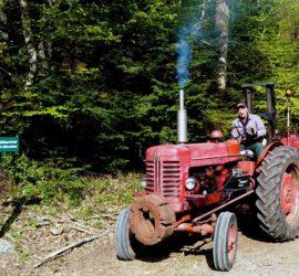 Vallon Steinbach Avril 2021. Kernala sur son tracteur. Photo: Yves Ziegler