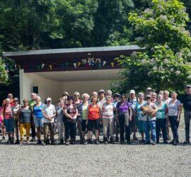 Clairière du Silberthal. 25-07-2021. Photo de famille des randonneurs du CVC à l'occasion du barbecue randonnée. Photo: Yves Crozelon