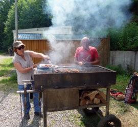 25-07-2021 Les maîtres du barbecue Monique et Henri à la clairière du Silbertahl Photo: Danielle Natter